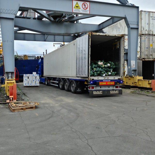 Работаем «в режиме фуры», возим овощи с базы Дружба во Владивосток - сразу на судно.